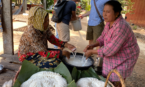 nom banh chok Cambodia