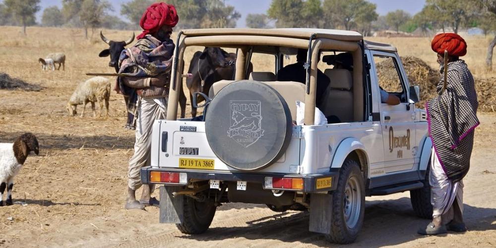 India rural jeep drive