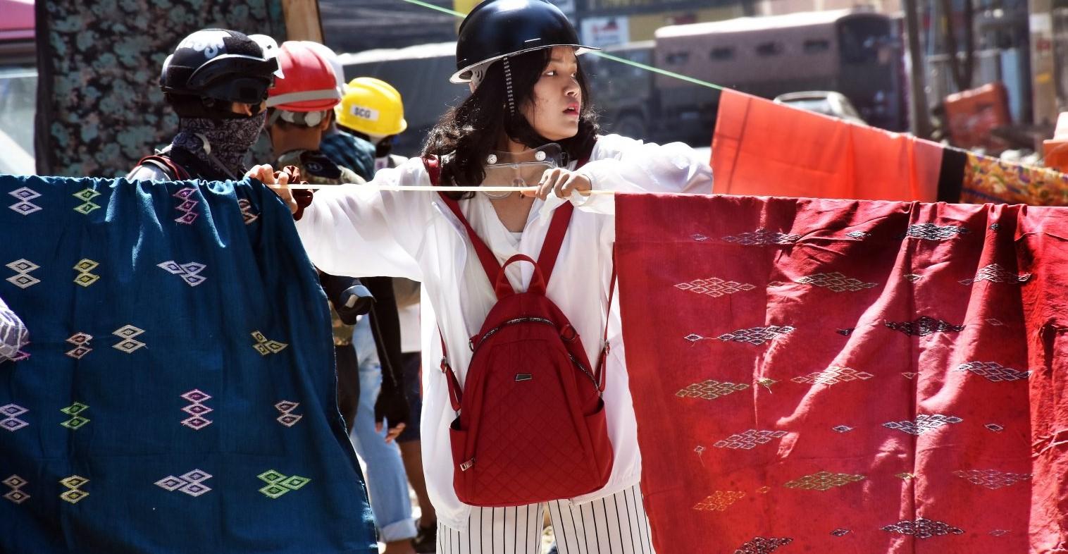 Frontier Myanmar, longyis movement