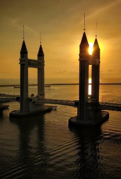 Malaysia – Building Bridges